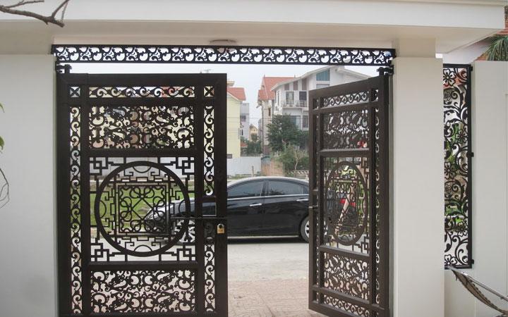 bộ cửa được gia công từ sắt thép